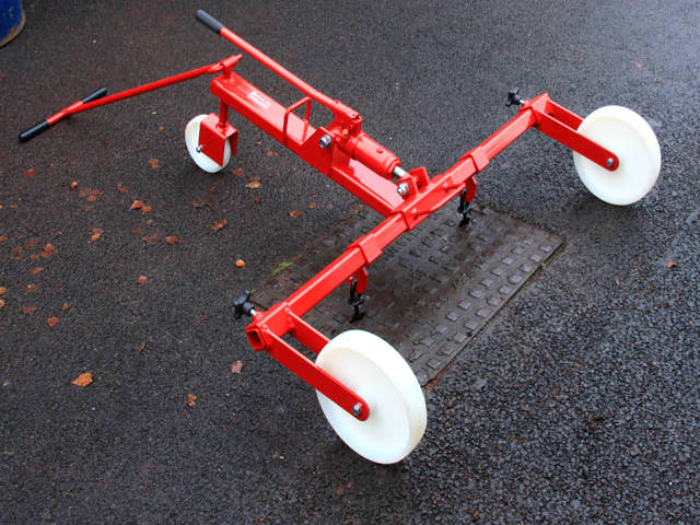 Mustang Hydraulic Manhole Cover Lifter